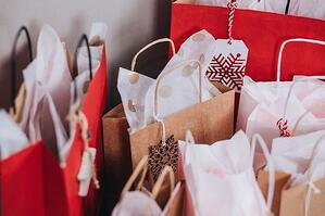 paper-bags-near-wall-749353 (1)